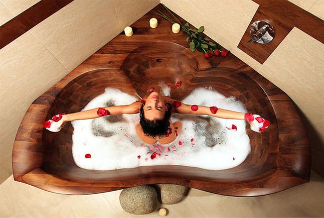 Bồn tắm lạ mắt bằng gỗ - tắm là mê